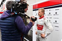 Marcus Ericsson, Alfa Romeo Sauber F1 Team talks with the media