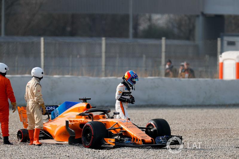 Fernando Alonso, McLaren MCL33, kecelakan setelah kehilangan roda kanan-belakang