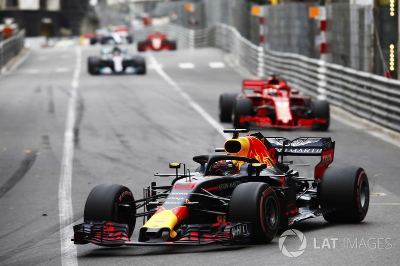 Daniel Ricciardo, Red Bull Racing RB14, Sebastian Vettel, Ferrari SF71H, Lewis Hamilton, Mercedes AMG F1 W09