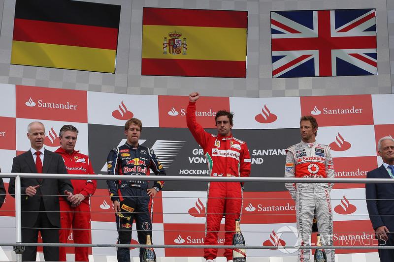 Podium: Pat Fry, Ferrari, Sebastian Vettel, Red Bull Racing, Fernando Alonso, Ferrari en Jenson Butt