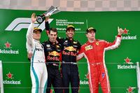 الفائز بالسباق دانيال ريكاردو، ريد بُل ريسينغ، المركز الثاني فالتيري بوتاس، مرسيدس، المركز الثالث كيمي رايكونن، فيراري