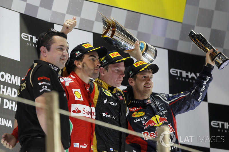 Podio: Eric Boullier, director de Lotus F1, segundo lugar Fernando Alonso, Ferrari,  ganador de la carrera Kimi Raikkonen, Lotus GP, tercer lugar Sebastian Vettel, Red Bull Racing