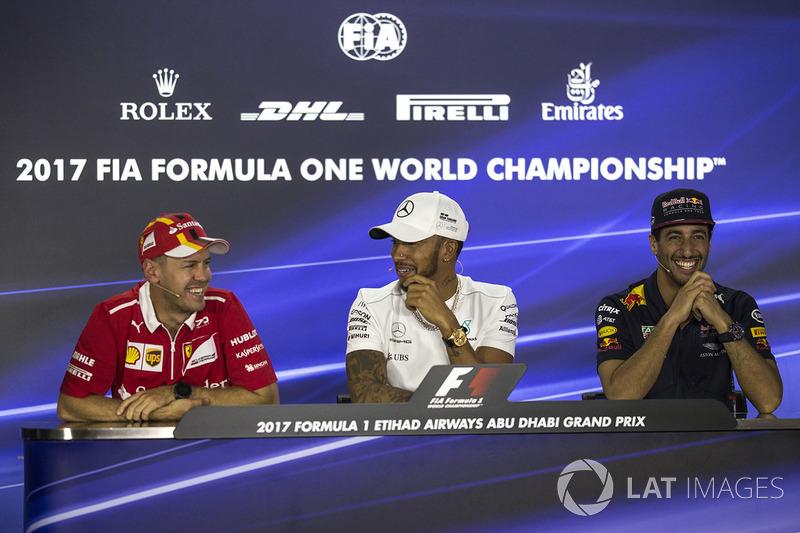 Sebastian Vettel, Ferrari, Lewis Hamilton, Mercedes AMG F1 y Daniel Ricciardo, Red Bull Racing en la conferenci de prensa