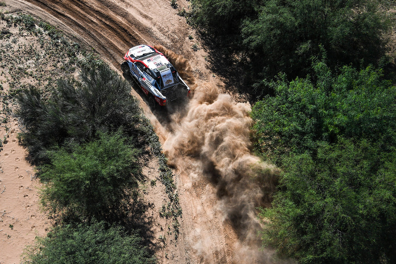 #304 Toyota Gazoo Racing Toyota: Giniel de Villiers, Dirk von Zitzewitz