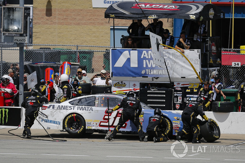 Matt DiBenedetto, Go FAS Racing, Ford Fusion Anest Iwata, pit stop