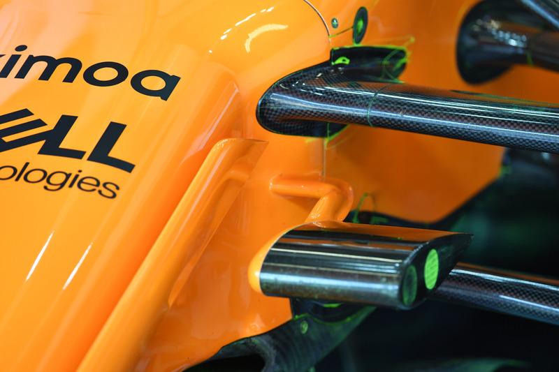 Detalle de la suspensión delantera McLaren MCL33