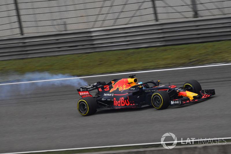 Daniel Ricciardo, Red Bull Racing RB14 avec de la fumée