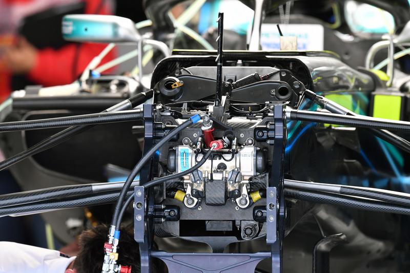 Передня підвіска Mercedes-AMG F1 W09