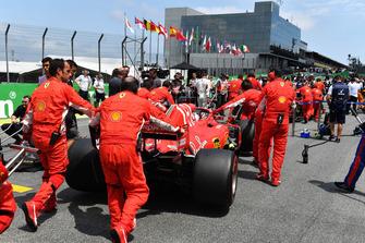 Sebastian Vettel, Ferrari SF71H, in griglia di partenza