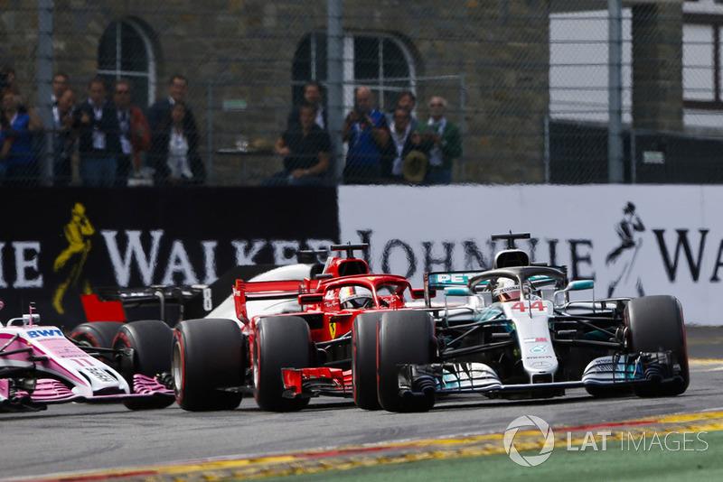 Льюіс Хемілтон, Mercedes AMG F1 W09, лідирує на старті