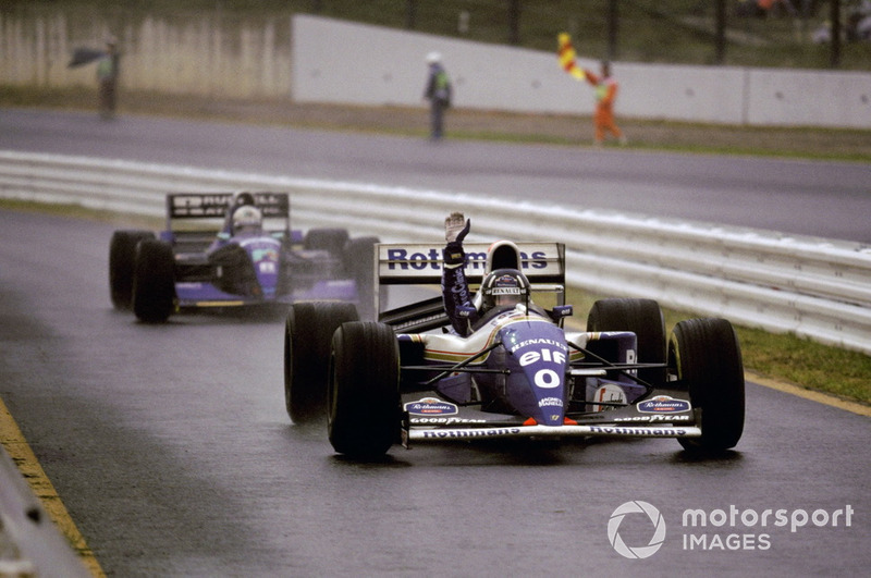 Damon Hill, Williams FW16 celebrates his victory