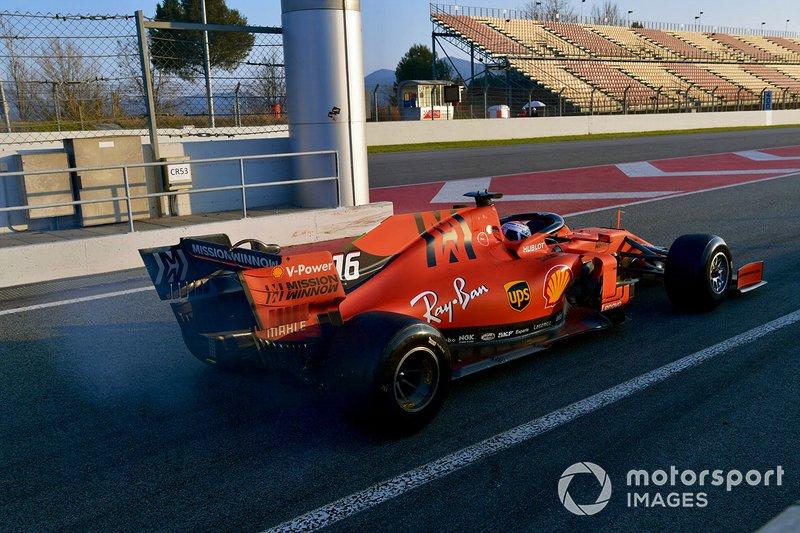 Charles Leclerc, Ferrari SF90 con fumo dal posteriore
