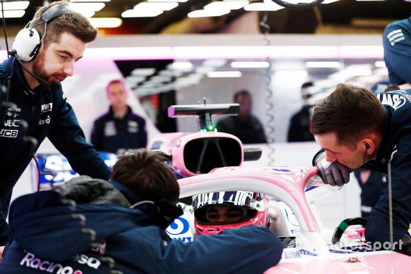 Lance Stroll, Racing Point RP19, talks to the team in the garage