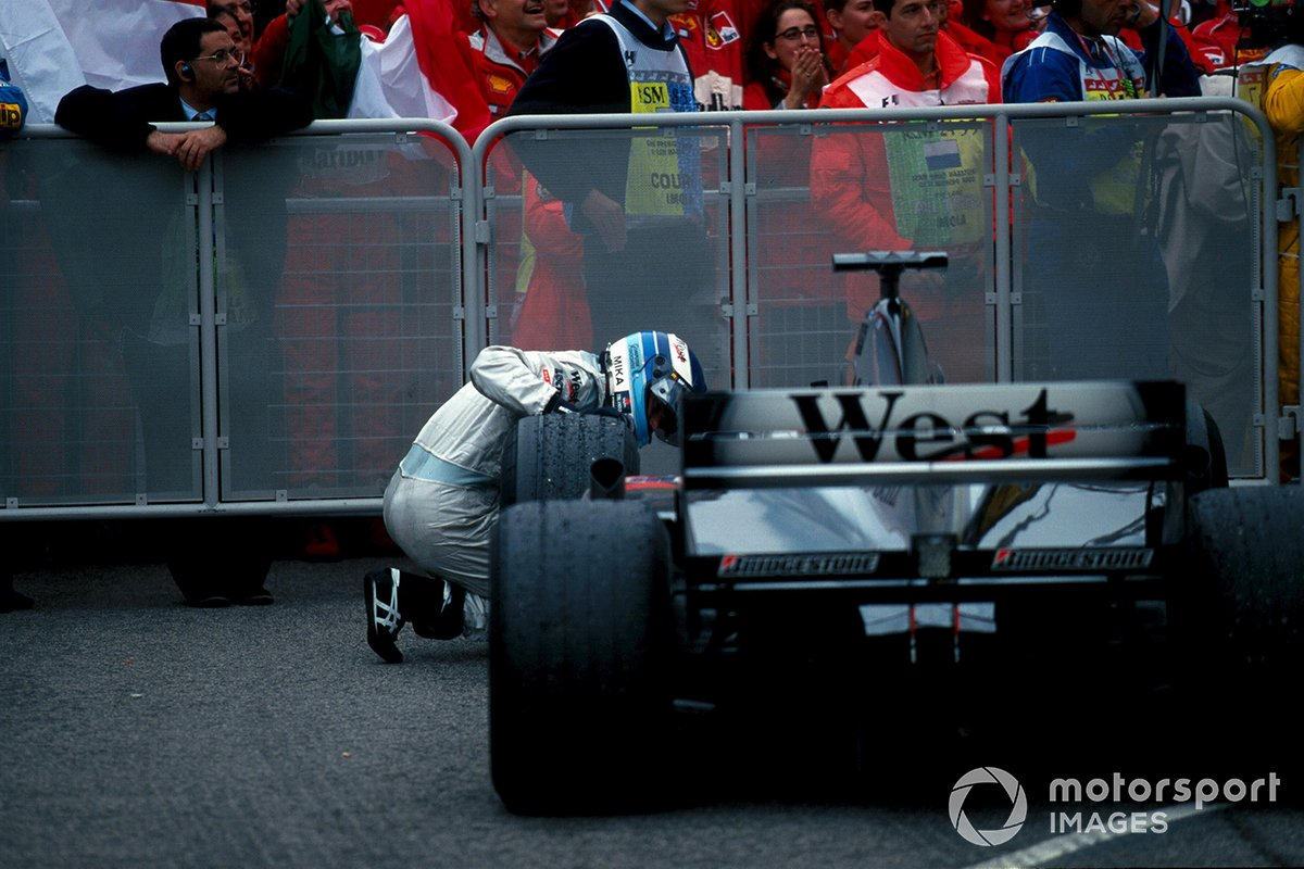 Mika Hakkinen, Mclaren MP4-15, looks for damage to his car