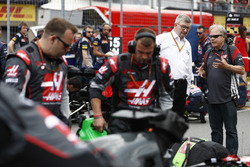 Ross Brawn, Managing Director of Motorsports, FOM, talks to Guenther Steiner, Team Principal, Haas F1 Team