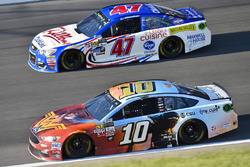 Danica Patrick, Stewart-Haas Racing Ford, A.J. Allmendinger, JTG Daugherty Racing Chevrolet