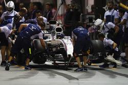 Felipe Massa, Williams FW40 ai box dopo aver toccato il muro