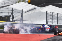 Daniil Kvyat, Scuderia Toro Rosso STR12, Fernando Alonso, McLaren MCL32, Max Verstappen, Red Bull Racing RB13, se percutent au départ