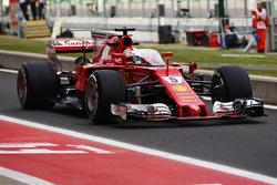 Sebastian Vettel, Ferrari SF70H, con el escudo frontal para su coche