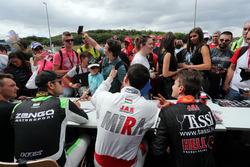 Autograph session, Norbert Michelisz, M1RA, Honda Civic TCR, Attila Tassi, M1RA, Honda Civic TCR, Daniel Nagy, Zengo Motorsport, SEAT León TCR