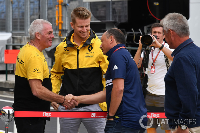 Nico Hulkenberg, Renault Sport F1 Team, mit Frederic Vasseur, Sauber-Teamchef