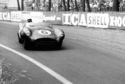 #6 Aston Martin DBR1/300: Maurice Trintignant, Paul Frère