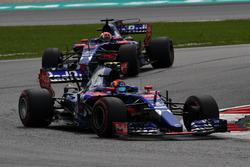 Carlos Sainz Jr., Scuderia Toro Rosso STR12 devant Pierre Gasly, Scuderia Toro Rosso STR12