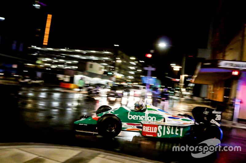 Une Benetton F1 dans les rues d'Adélaïde