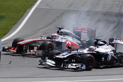 Pastor Maldonado, Williams FW35 in trouble