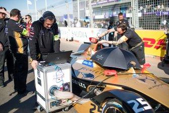 Les mécaniciens sur la grille avec Jean-Eric Vergne, DS TECHEETAH, DS E-Tense FE19