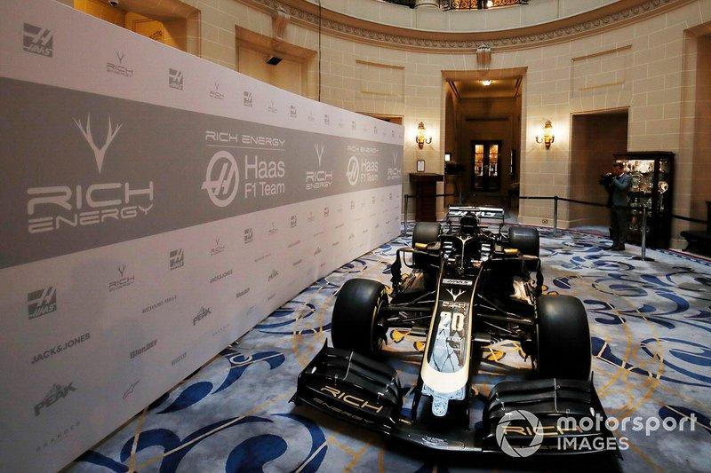 Haas F1 Team VF-18 con nueva decoración 2019