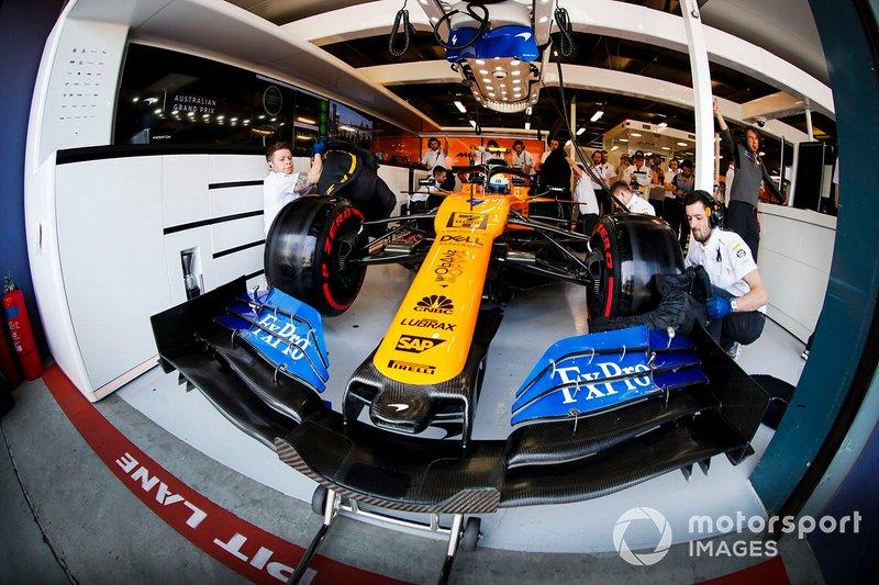 Lando Norris, McLaren MCL34, in the garage