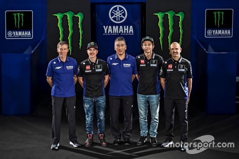 Valentino Rossi, Yamaha Factory Racing, Maverick Vinales, Yamaha Factory Racing, team manager Maio Meregalli, Yamaha Factory Racing , Lin Jarvis, director de Yamaha Factory Racing, Kouichi Tsuji, Presidente de Yamaha Motor Racing