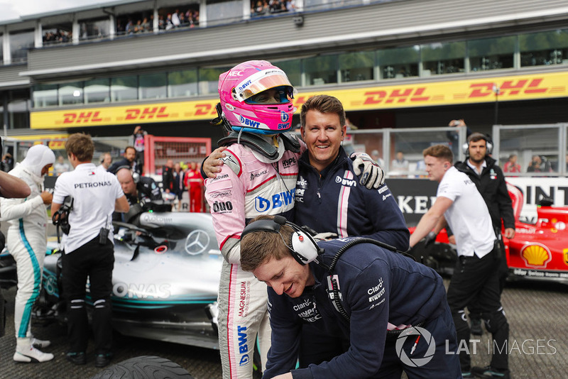 Esteban Ocon, Racing Point Force India, celebrates qualifying in third place with colleagues