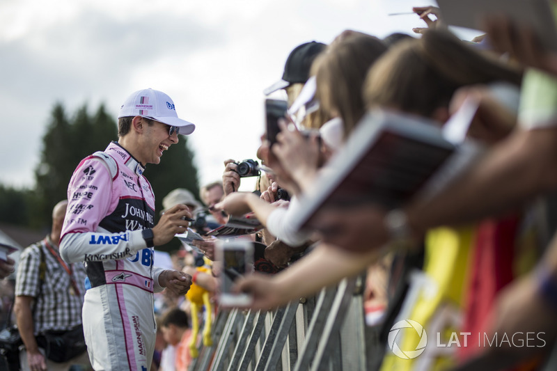 Esteban Ocon, Sahara Force India F1 signs autographs for the fans