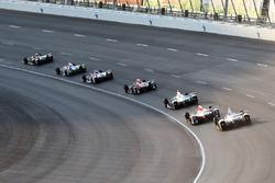 J.R. Hildebrand, Ed Carpenter Racing Chevrolet, lidera el grupo a
