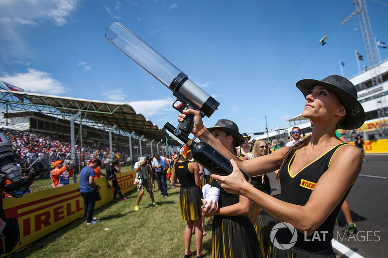 Grid girl fires T-Shirts into the crowd with a T-Shirt Gun