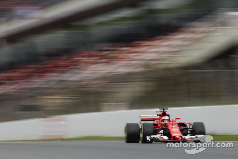Кімі Райкконен, Ferrari SF70H, висікає іскри