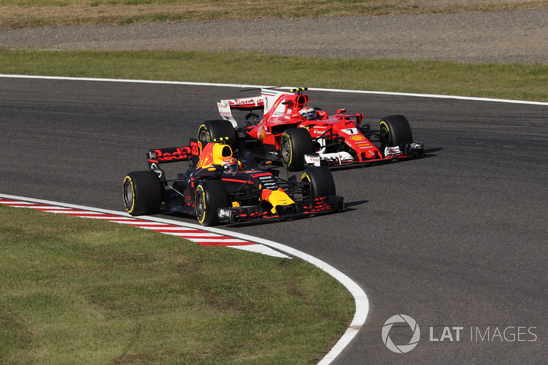 Max Verstappen, Red Bull Racing RB13 and Kimi Raikkonen, Ferrari SF70H battle for position