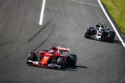 Kimi Raikkonen, Ferrari SF70H, Kevin Magnussen, Haas F1 Team VF-17