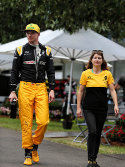 Nico Hülkenberg, Renault Sport F1 Team; Clarisse Hoffmann, Renault Sport F1
