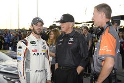 Daniel Suárez, Joe Gibbs Racing Toyota, mit Coach Joe Gibbs