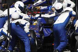Marcus Ericsson, Sauber C36, pitstop