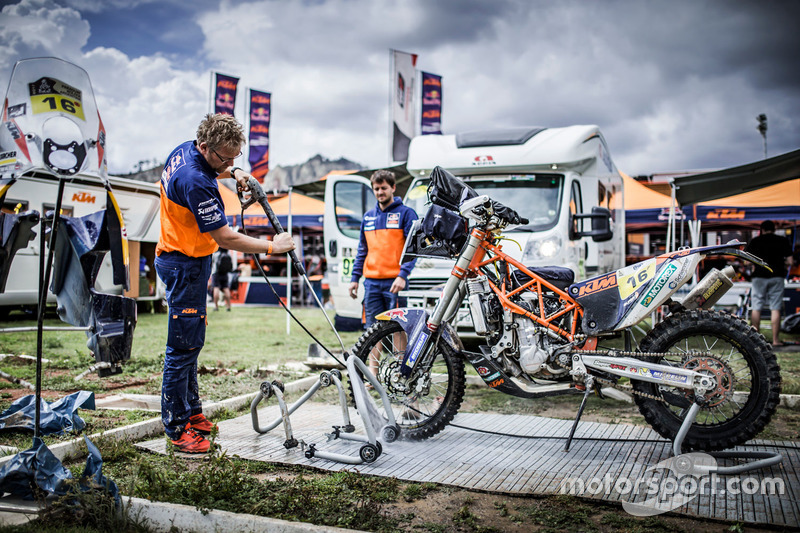 Mechanic of #16 Red Bull KTM Factory Racing: Matthias Walkner