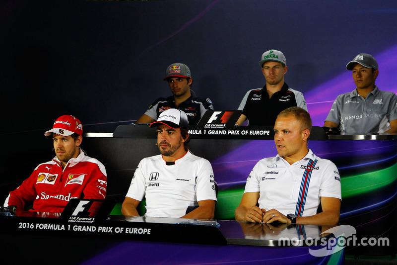 Прес-конференція: Карлос Сайнс-мол., Scuderia Toro Rosso; Ніко Хюлькенберг, Sahara Force India F1; Ріо Харьянто, Manor Racing; Себастьян Феттель, Ferrari; Фернандо Алонсо, McLaren; Валттері Боттас, Williams