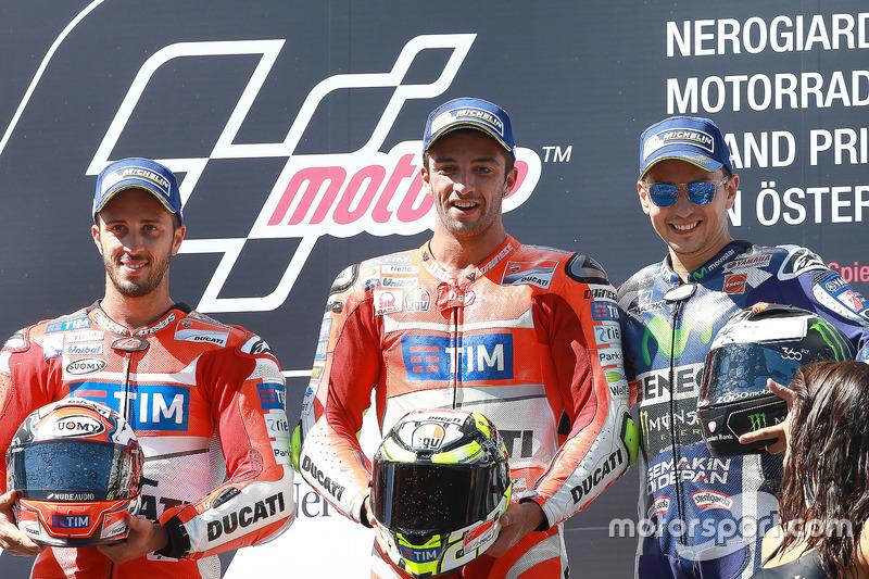 Podio: il secondo classificato Andrea Dovizioso, Ducati Team, il vincitore della gara Andrea Iannone, Ducati Team, il terzo classificato Jorge Lorenzo, Yamaha Factory Racing