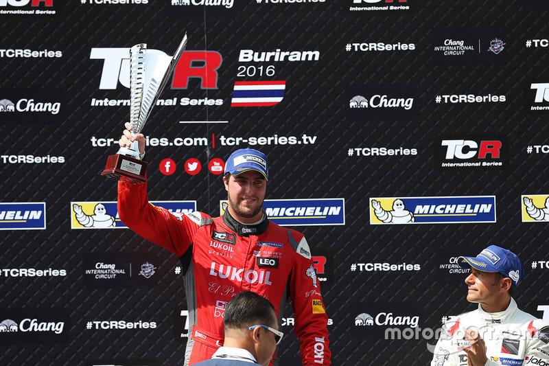 Podio: il vincitore Pepe Oriola, SEAT Leon, Team Craft-Bamboo LUKOIL, il terzo classificato Gianni Morbidelli, Honda Civic TCR, West Coast Racing