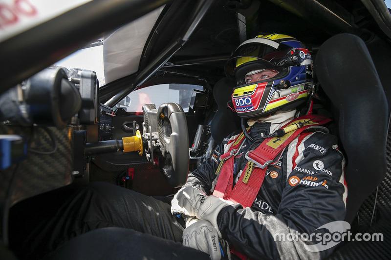 #7 V8 Racing Renault RS01: Nicky Pastorelli