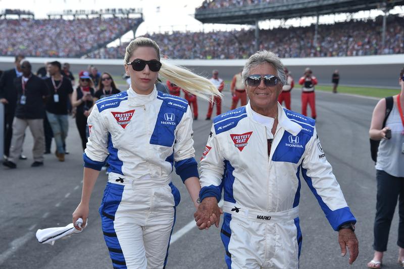 Lady Gaga y Mario Andretti