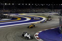 Felipe Massa, Williams FW38 Mercedes, leads Kevin Magnussen, Renault Sport F1 Team RS16 and Marcus E